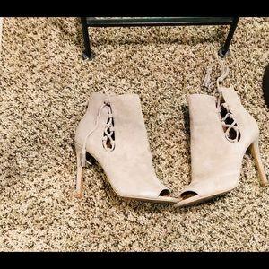 Steve Madden size 8 peep-toe suede booties